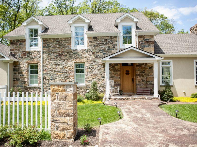 Traditional Stone Veneer Column & House - Kelley's Masonry
