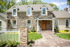 Traditional Stone Veneer Column & House - Kelley's Masonry