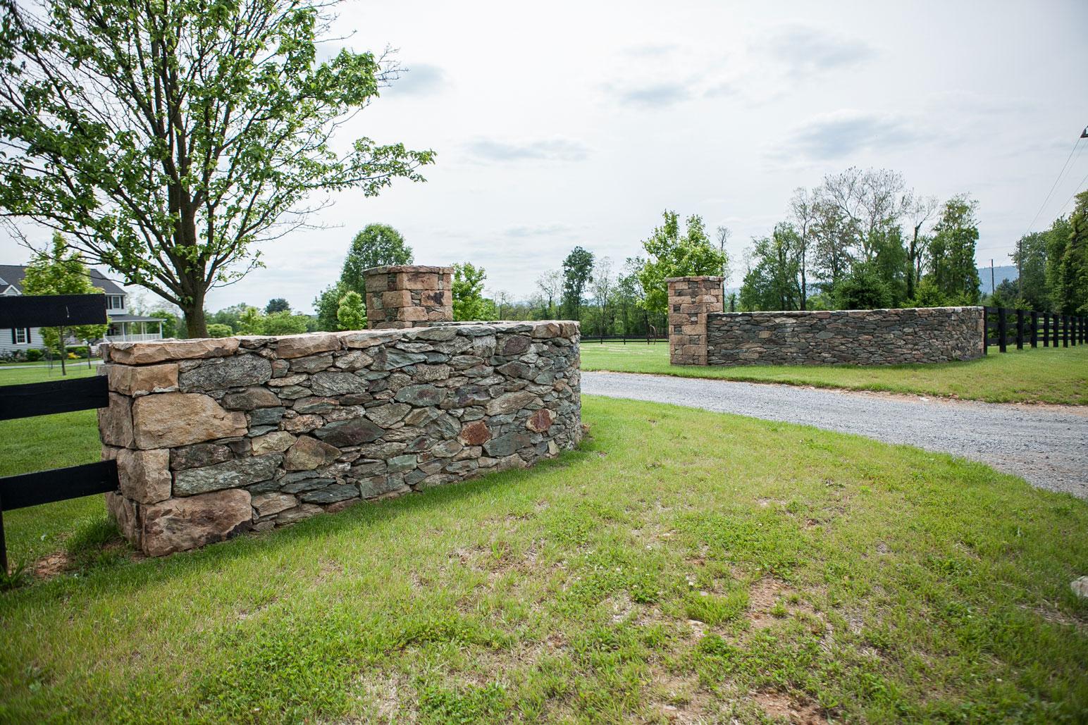 Fieldstone Entrance Walls & Columns - Kelley's Masonry